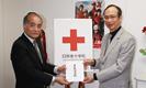 日本赤十字社への義援金を贈呈しました。